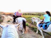 穿越奇克拉纳的家庭骑马
