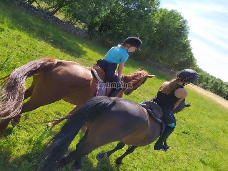 Paseo a caballo en el entorno natural de Lozoya