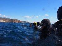 Iniciando la inmersion de buceo