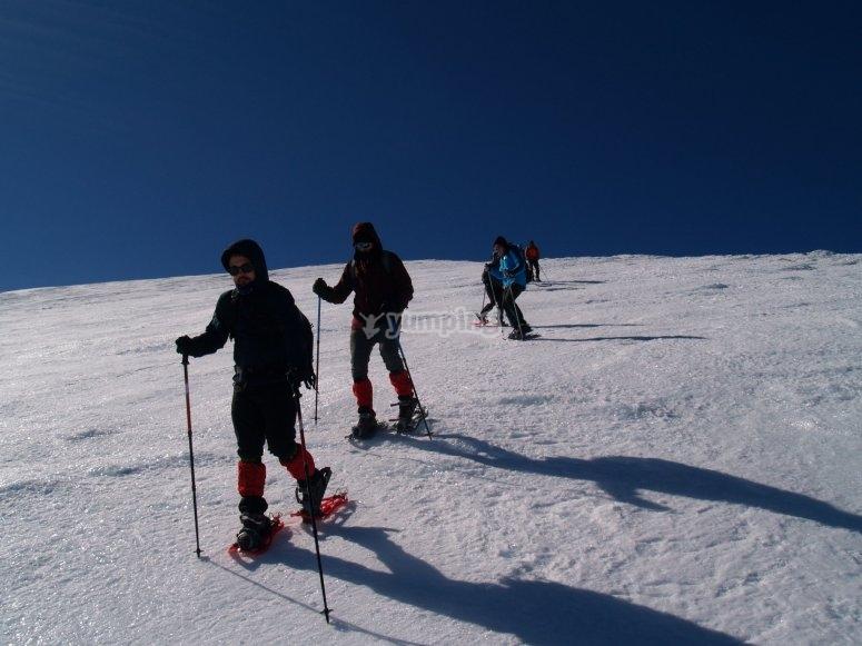 Ruta por el Canchal Negro con raquetas de nieve