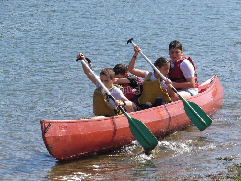 在拉达河口乘独木舟