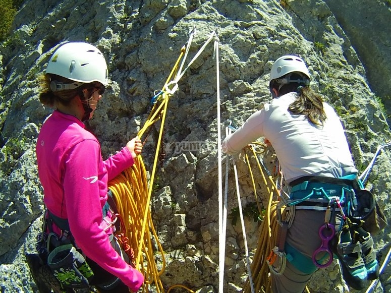 Manejo de las cuerdas durante la escalada