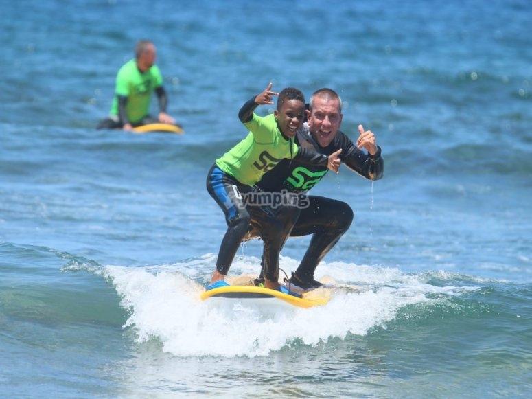 Escuela de surf en Playa Las Américas