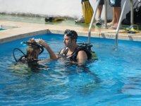 Bautismos de buceo en piscina