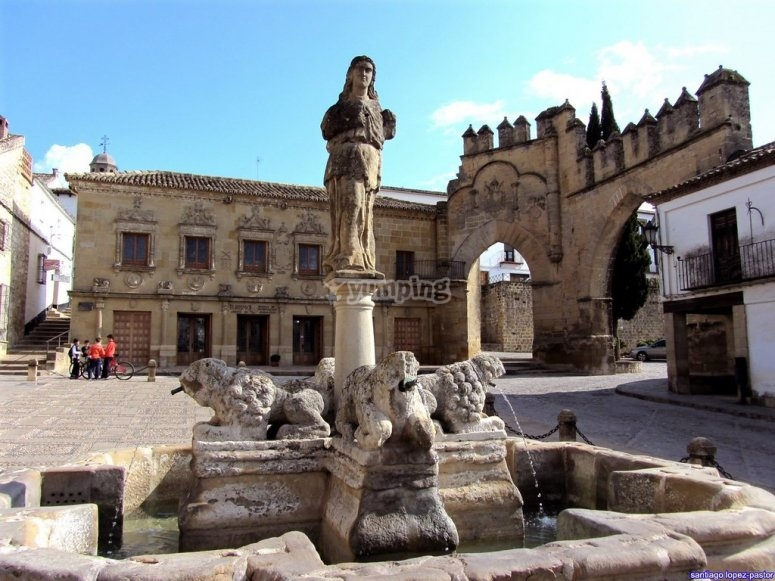 Plaza del Pópulo and Fountain of the Lions of Baeza