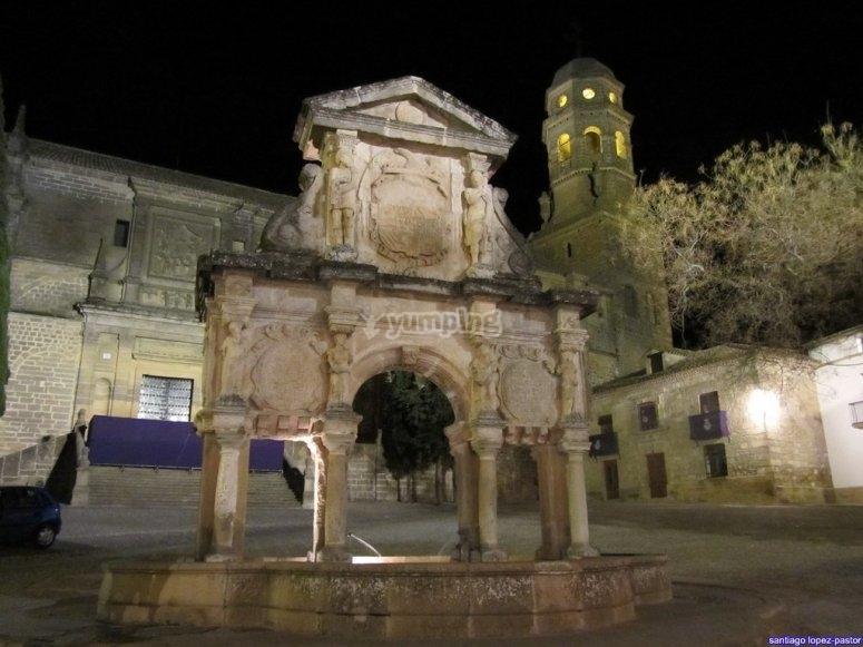 The Fountain of Santa María presiding over the Baezana Plaza de Santa María