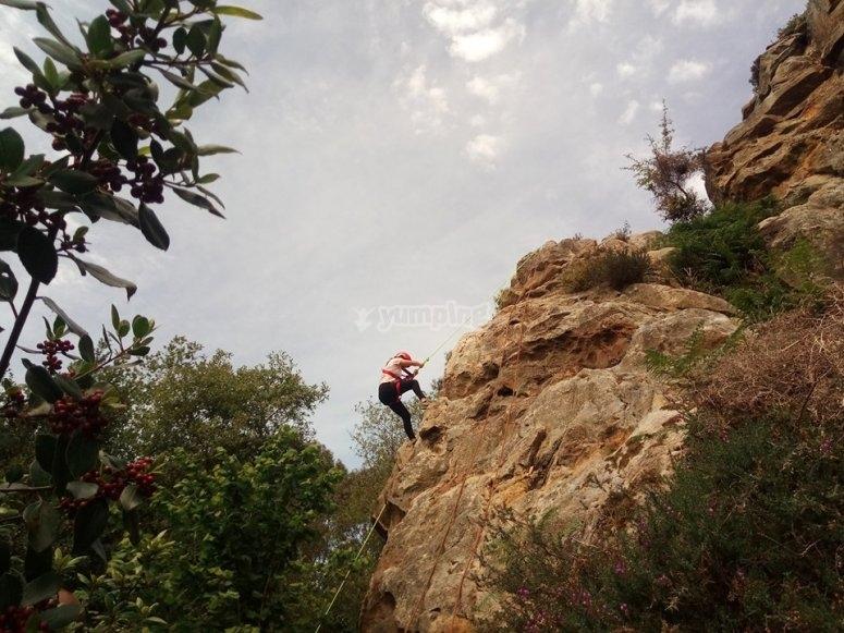 Arrampicata su roccia con attrezzatura tecnica