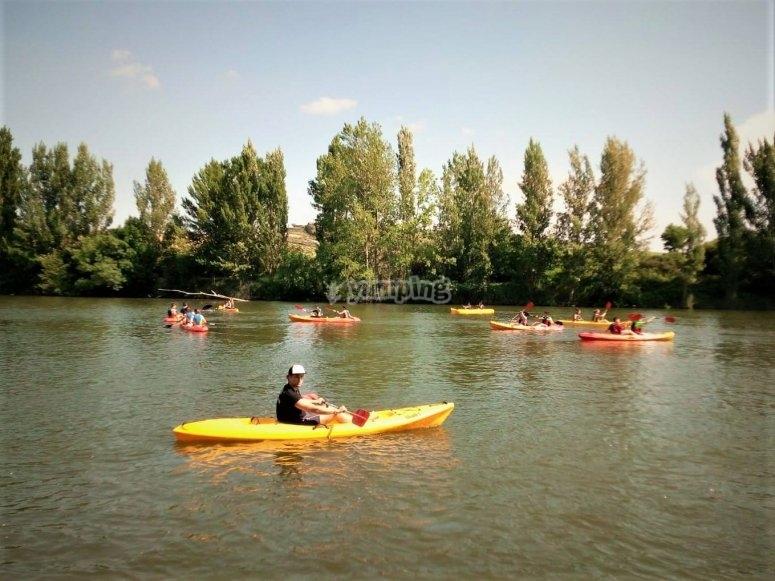 Surcando en kayak el margen izquierdo del Río Ebro