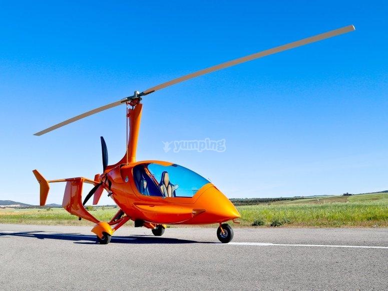 Nuestro helicóptero en la pista de aterrizaje