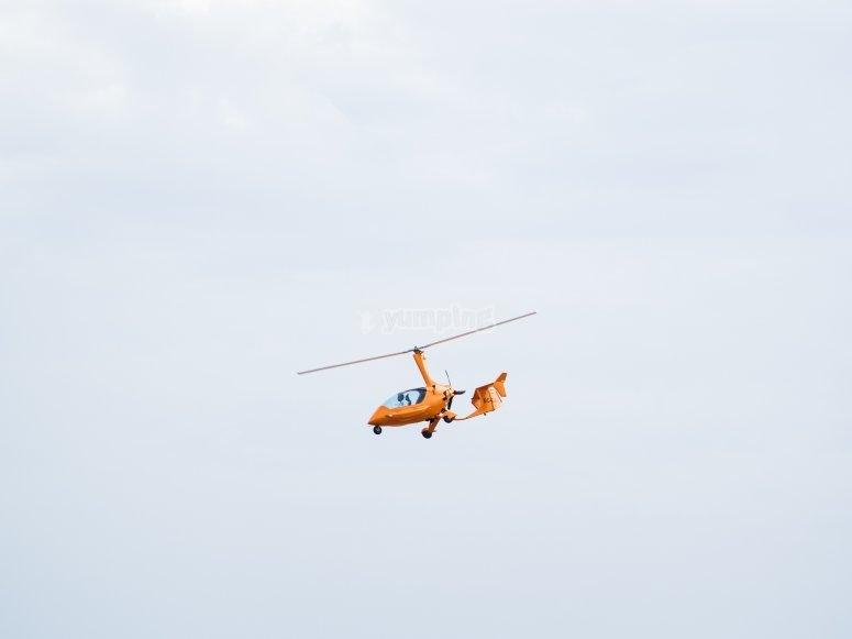 直升机在科尔多瓦飞行