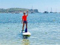 Disfrutando de un paseo de paddle surf