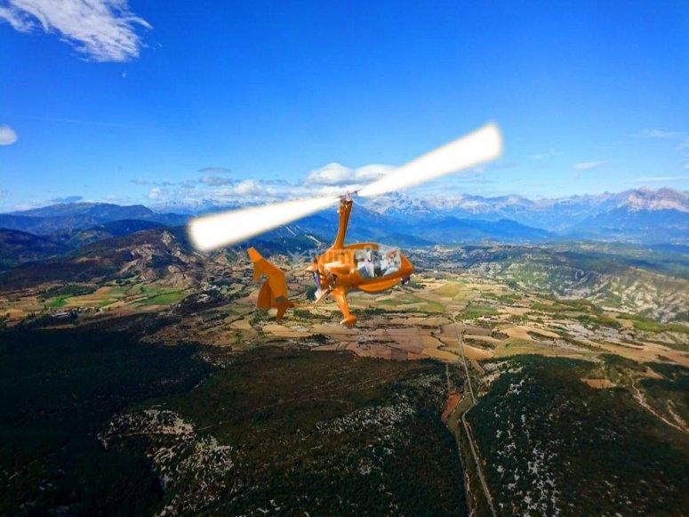 在直升机上越过科尔多瓦要塞