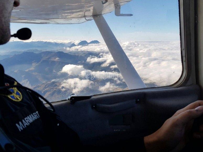 Flying through León by plane