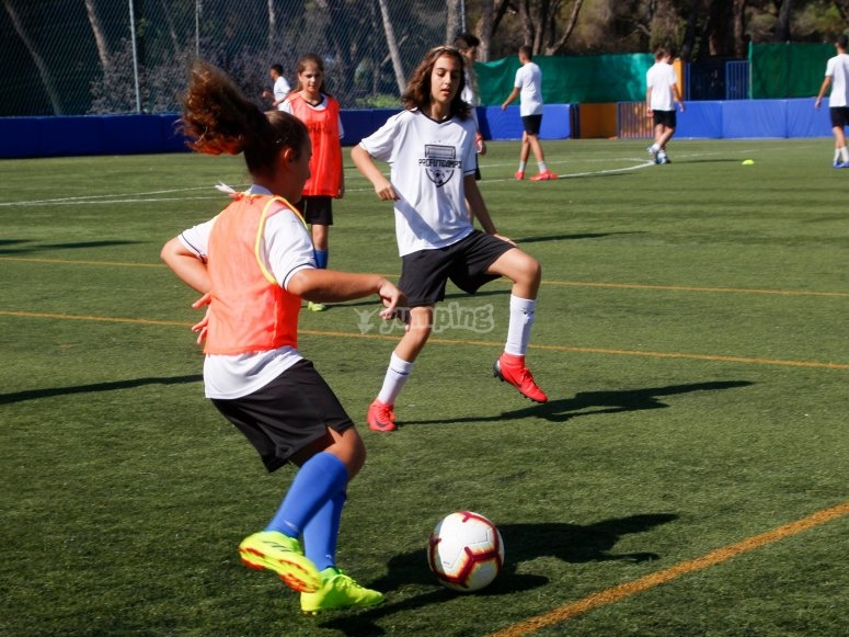 Campus de fútbol mixto en Las Rozas