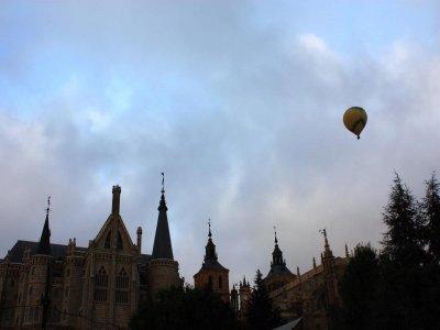 成人在阿斯托加(Astorga)乘气球飞行1小时