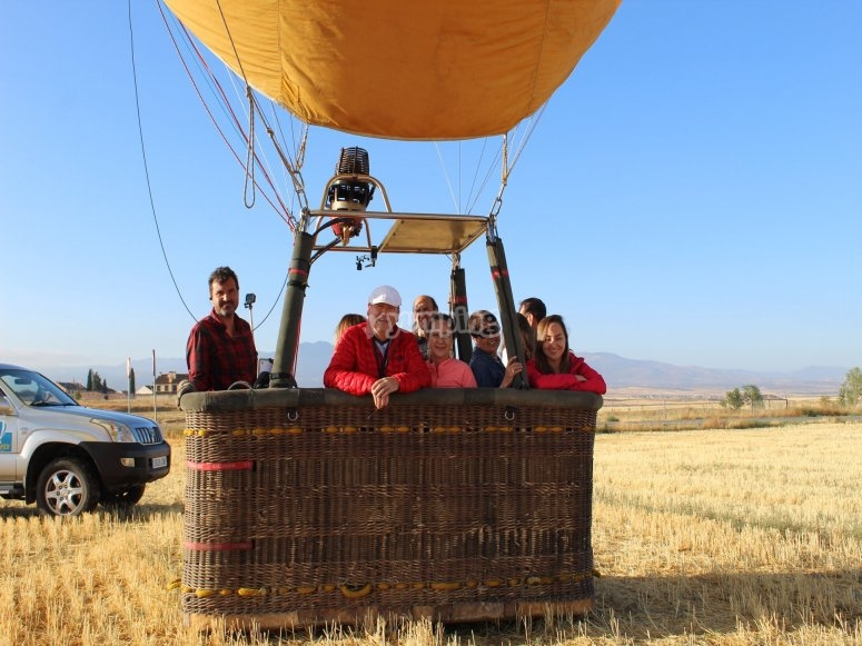 Family balloon flight through Ágreda