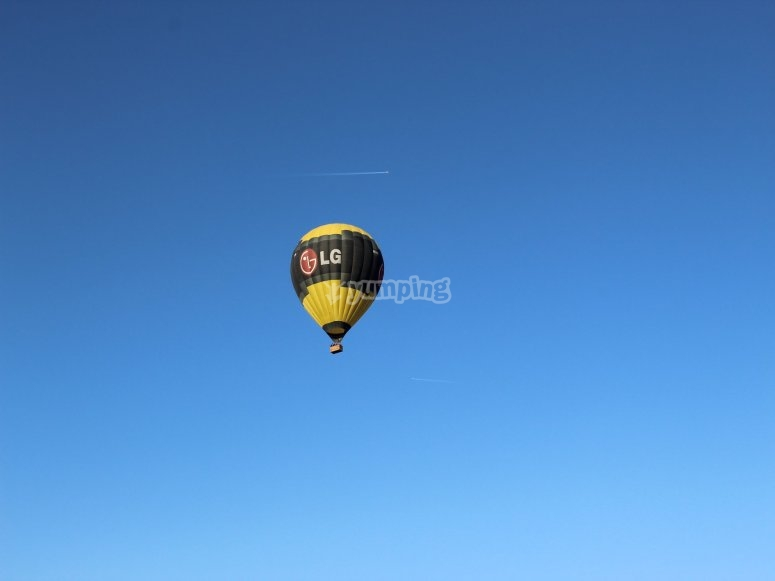 Fly on a balloon with your family from Toledo