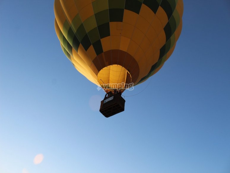 Image of the balloon from below