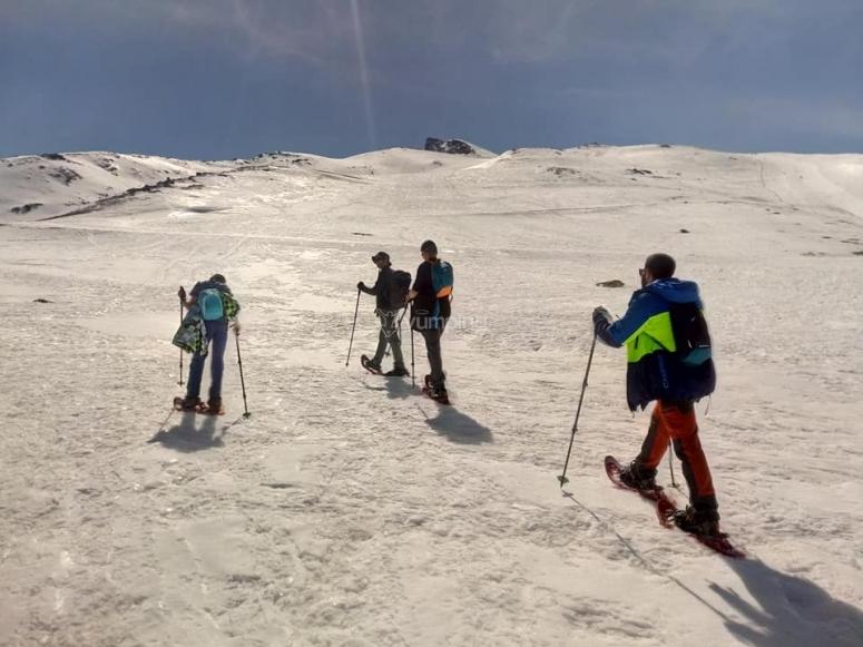 Ruta en raquetas de nieve hacia el Pico Veleta
