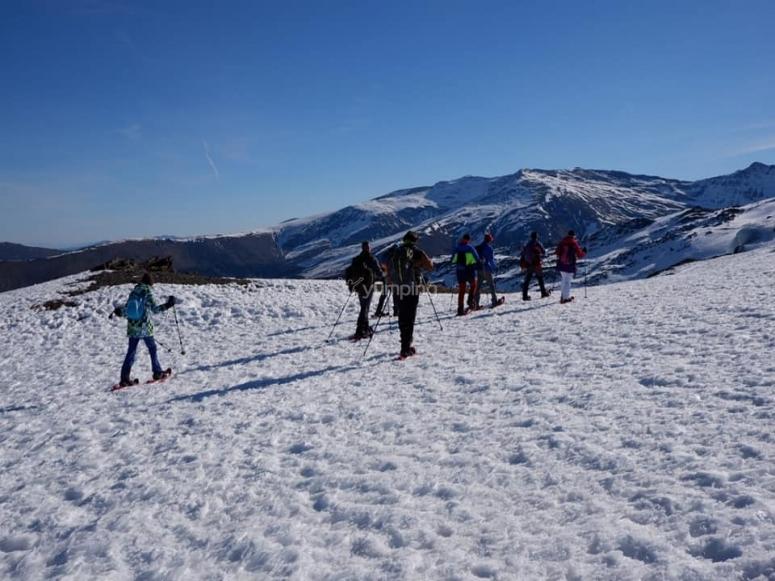 Senderismo invernal por la estación de esquí Pradollano