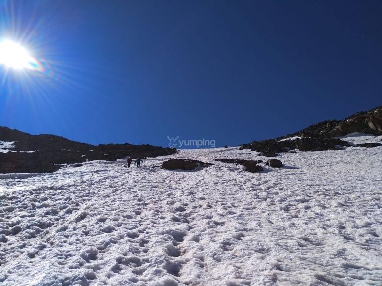 Rumbo a conorar el Veleta con raquetas de nieve