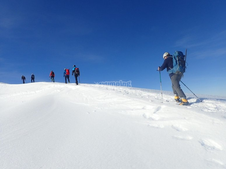 Cumbre nevada del Veleta con crampones