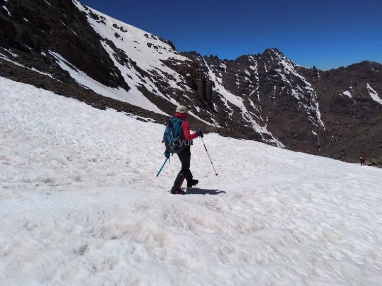 Senderismo con camprones por Sierra Nevada