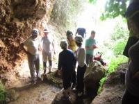 Accediendo a la Cueva del Agua