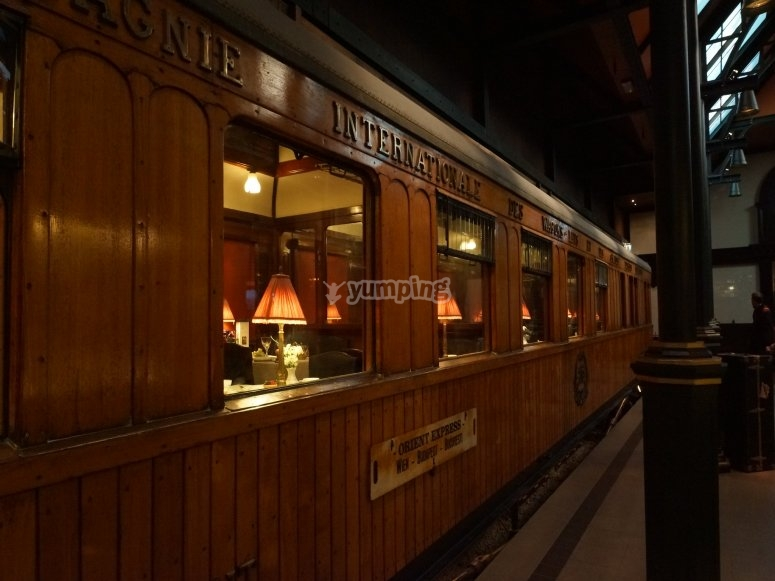 Escape room to solve a murder during a train trip
