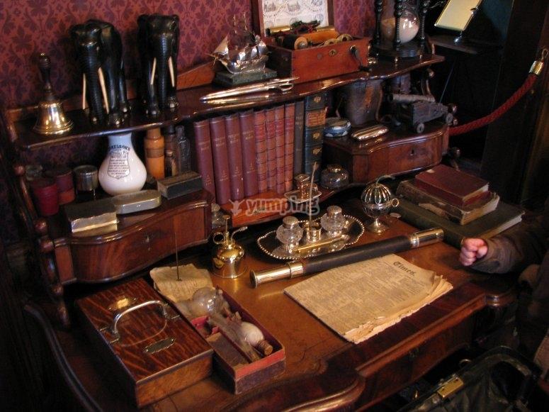 Sherlock Holmes desk