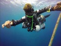 潜水期间的潜水员
