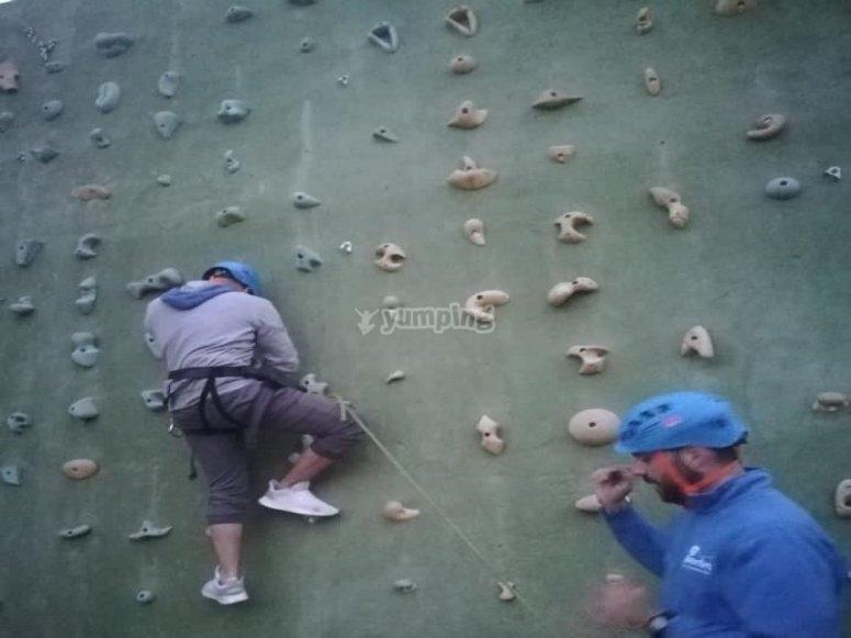 Sessione di arrampicata alla parete da arrampicata El Ronquillo