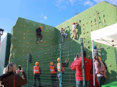Outdoor climbing wall climbing in El Ronquillo