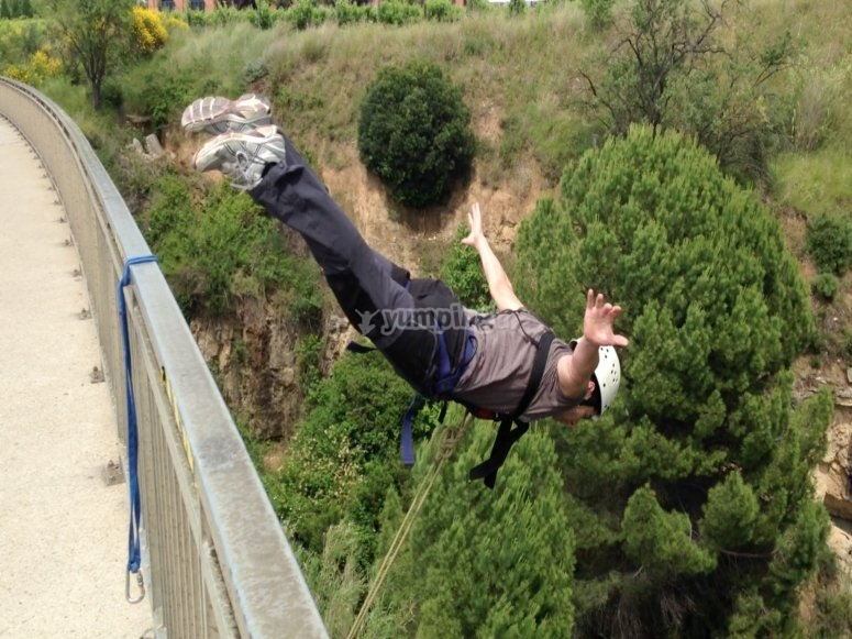Bungee jumping with video in Sant Sadurní d´Anoia