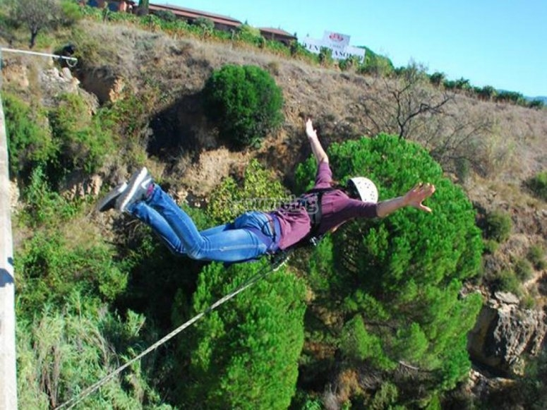 Jump and record your bungee jumping