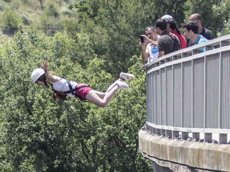 Bungee jumping in Sant Sadurní d ´Anoia 30 meters