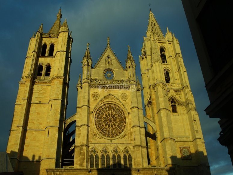 Visit the León Cathedral in this escape street