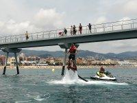 Moto de agua junto al puente en Badalona