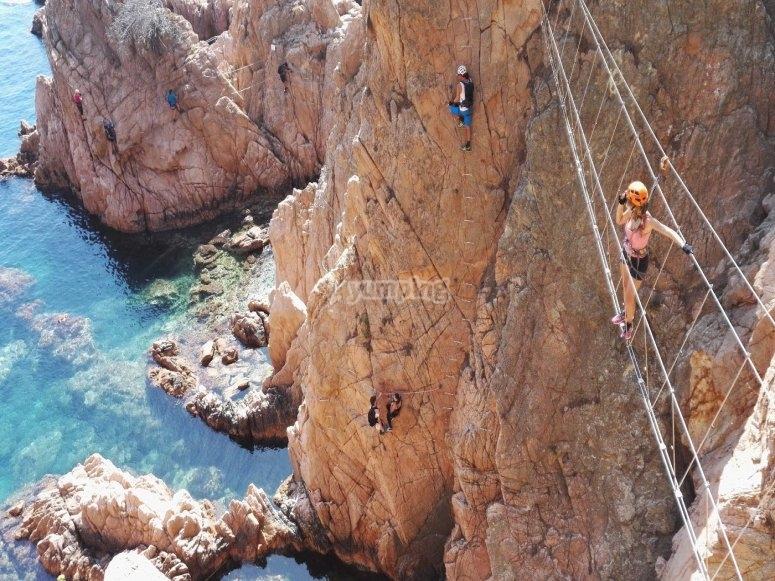 地中海上的吊桥