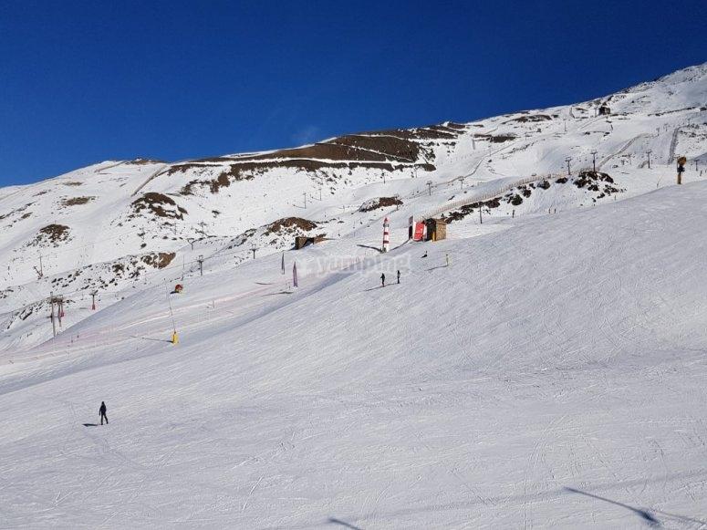 内华达山脉各个水平的滑雪道