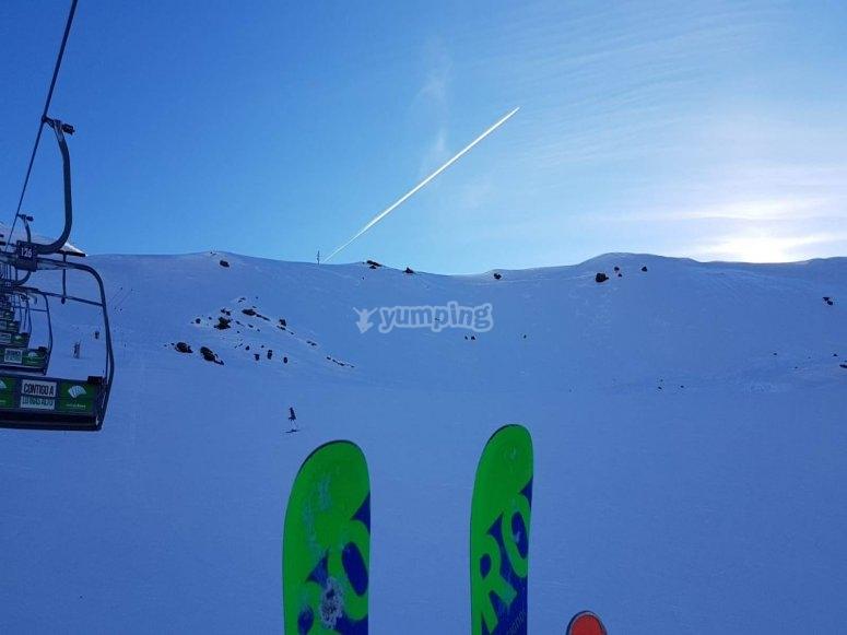 在内华达山脉滑雪课程