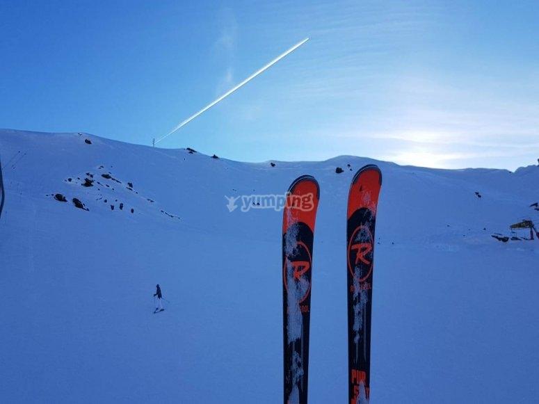 在内华达山脉滑雪上学习滑雪