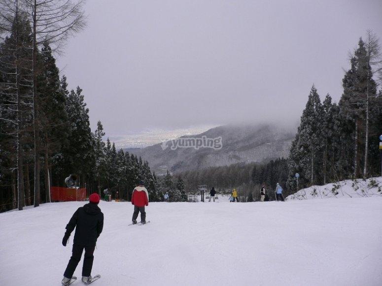内华达山脉滑雪的练习