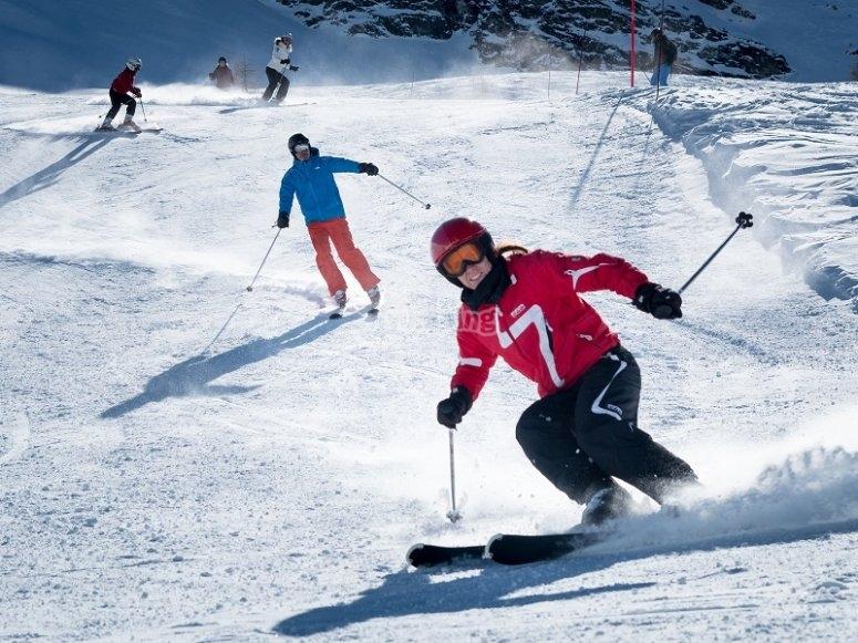 与导师一起滑雪