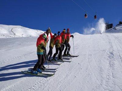 内华达山脉的团体滑雪课2小时