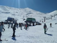 内华达山脉的全套滑雪设备租赁