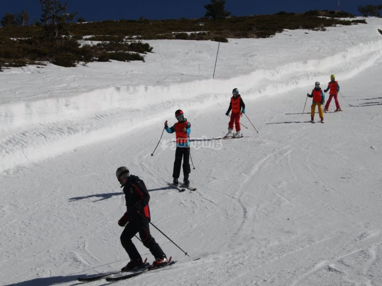 Curso de esquí para niños en Valdesquí