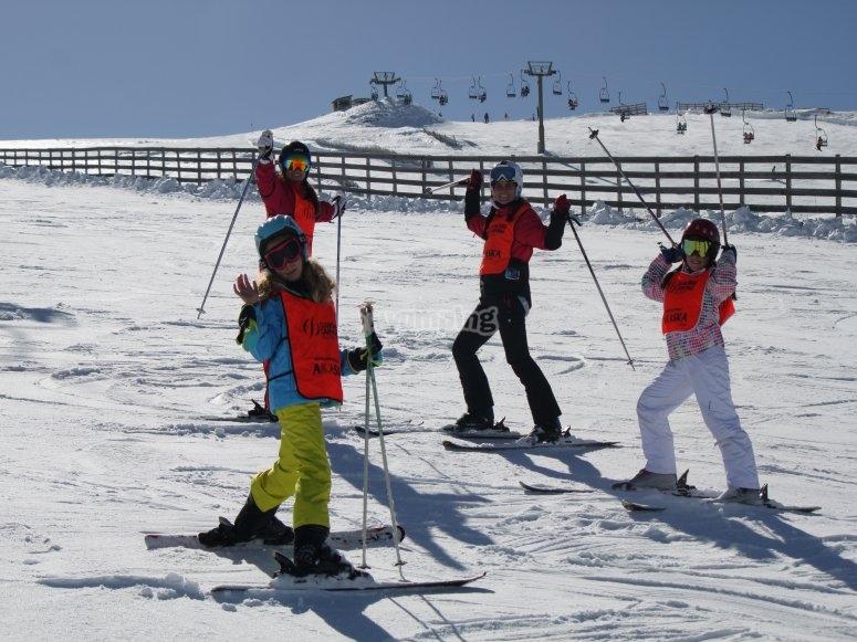 Clase de esquí para niños Valdesquí