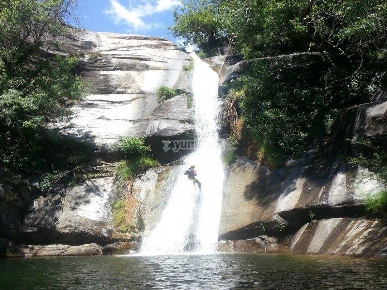 Rapel por cascada en barranco de Los Hoyos