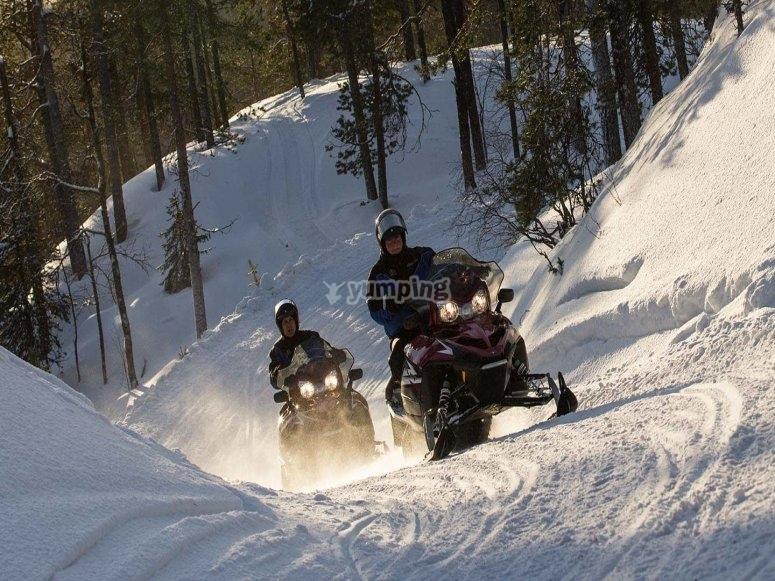 测试雪地摩托的动力